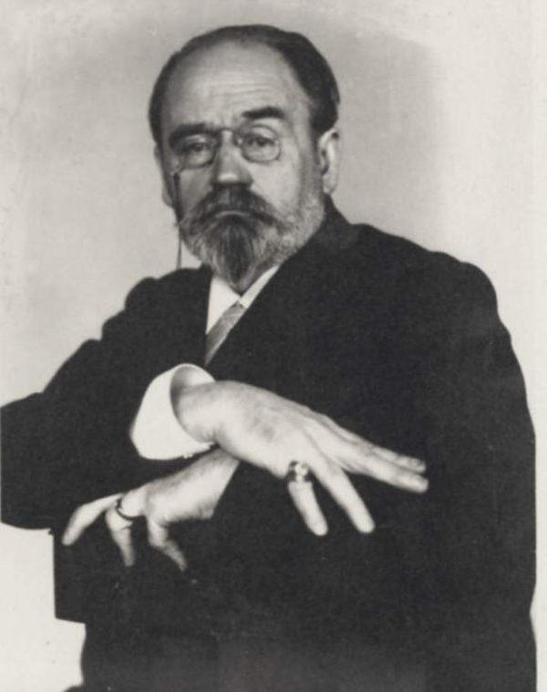 Emile Zola flashes gang signs