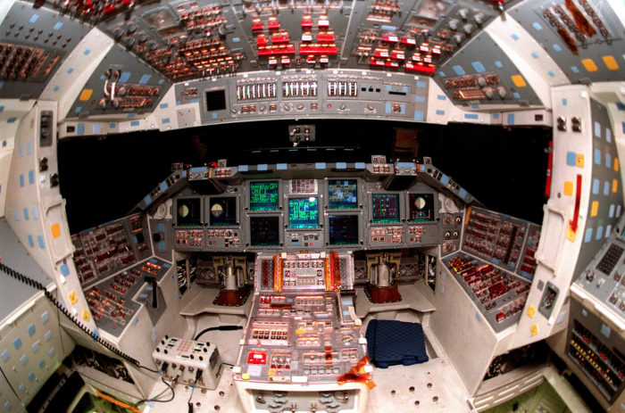 space shuttle discovery cockpit